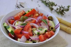 insalata-pomodorini-cetrioli-cipolle